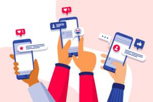 mãos ilustradas segurando celulares e likes e simulação de comentários na saindo das telas