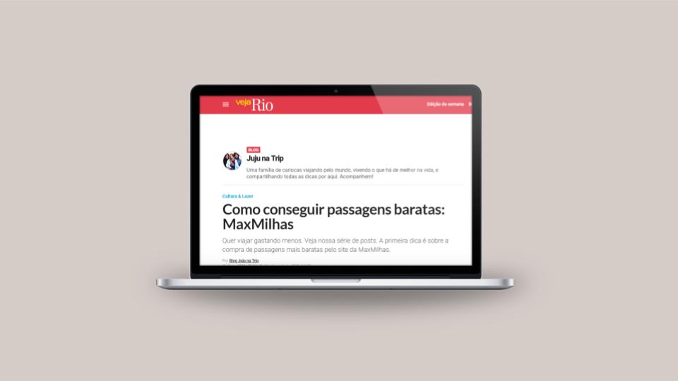 laptop com página de site aberta na tela
